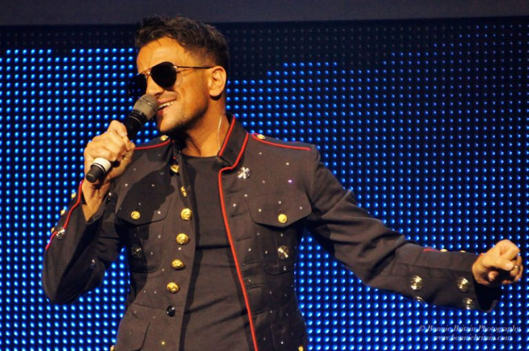 Peter Andre as Michael Jackson - Thriller Live
